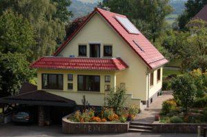 Wohnhaus mit Anbau als Windfang