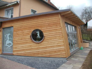 Moderner Büroanbau in Holzbauweise