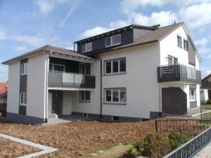 Wohnhaus nach der Sanierung und mit neuem Anbau