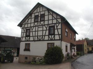 Bauernhaus vor der Sanierung der Fassade