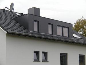 Sanierter Dachstuhl mit Gaube