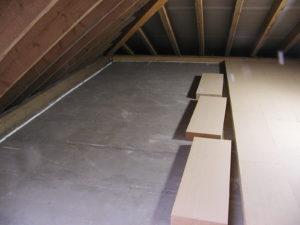 Verlegung der 1. Schicht auf einer Betondecke