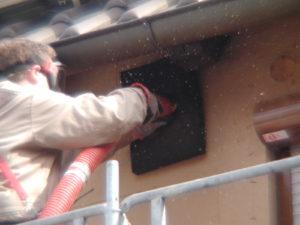 Einblasen der Dämmung in die Fassade, Steuerung über Fernbedienung