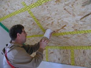 Probebohrung am unteren Ende der Dachschräge