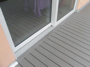 WPC-Terrassenbelag mit Entwässerungsrinne